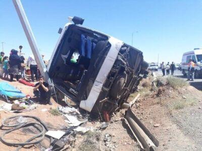 15 نفر مصدوم در اثر واژگونی اتوبوس در فارس