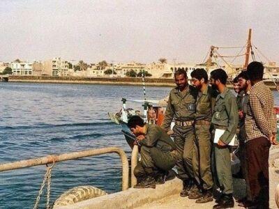 عکس دیده نشده از سردار سلیمانی در سواحل خلیج فارس